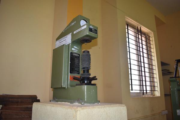 ROCKWELL-AND-BRINELL-HARDNESS-TESTING-MACHINE